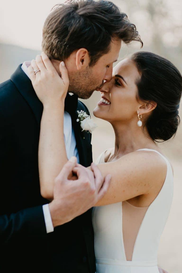 kiss-bride-groom