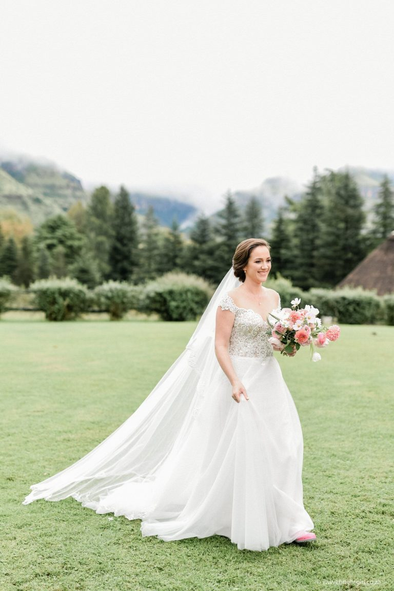 drakensberg-destination-wedding-bride-with-long-veil
