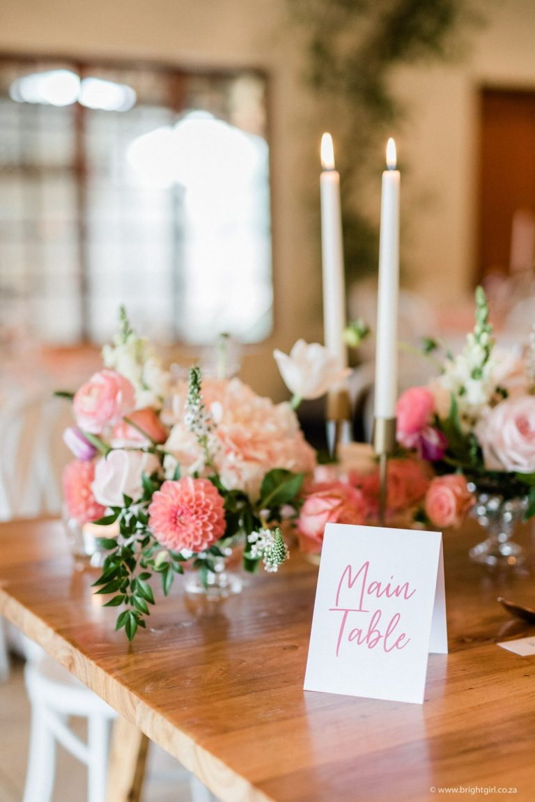 main-table-sign-with-blush-and-coral-flowers