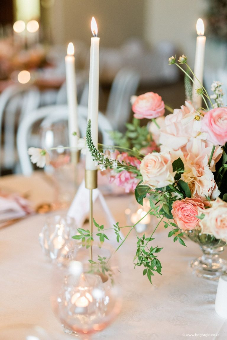blush-and-coral-wedding-table-décor