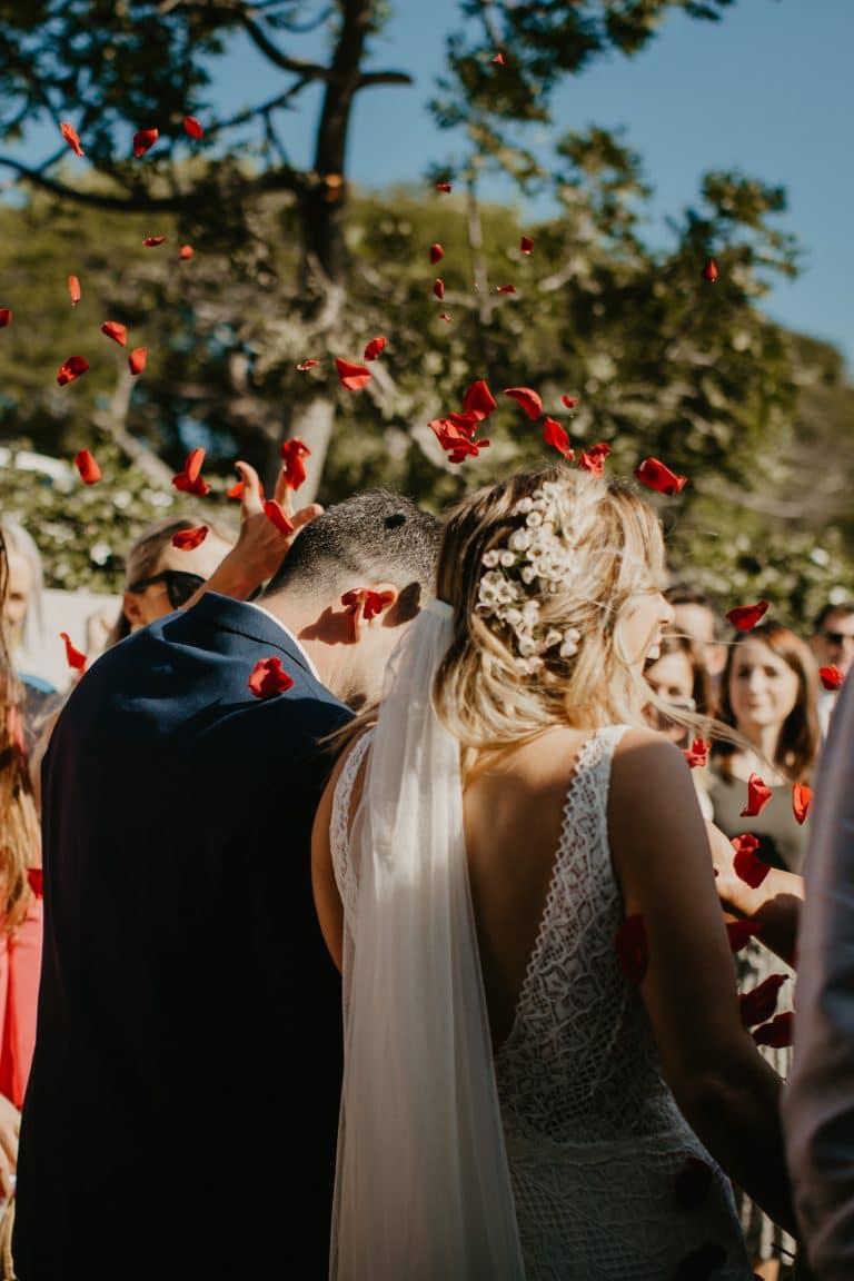 romantic-red-petals-confetti