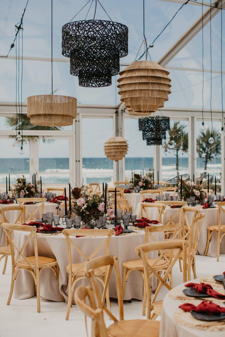 contemporary-coastal-chic-wedding-in-glass-marquee-zinkwazi