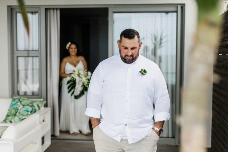 tropical-chic-elopement-first-look