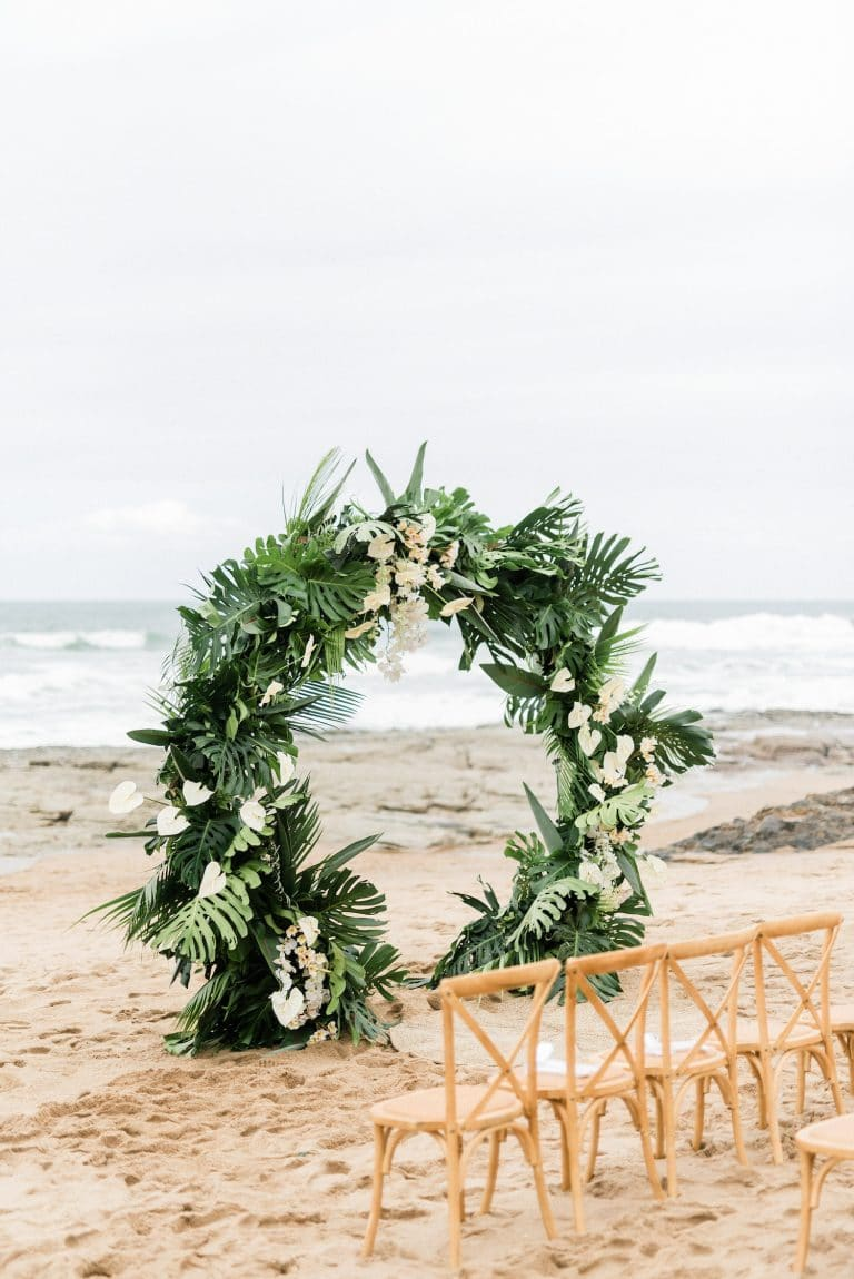 circular-wedding-arch-with-tropical-greenery