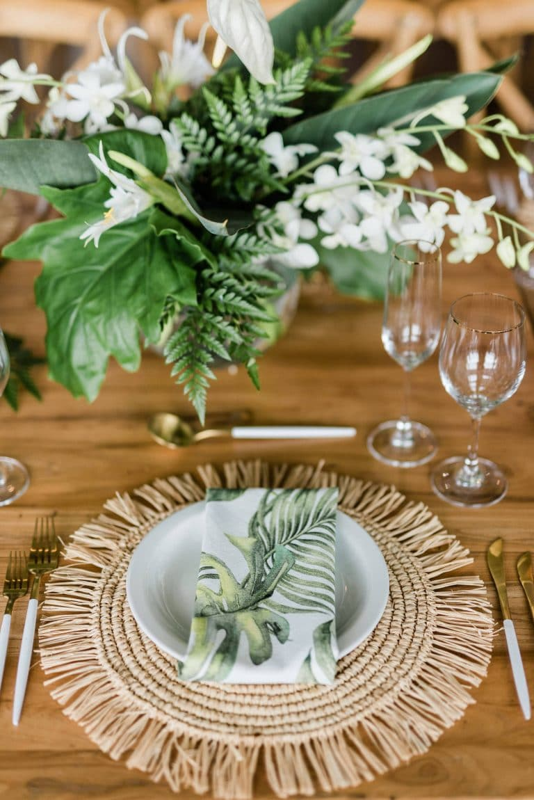 tropical-chic-destination-wedding-place-setting