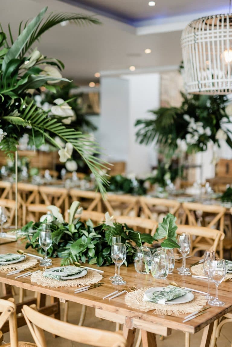 tropical-chic-reception-décor