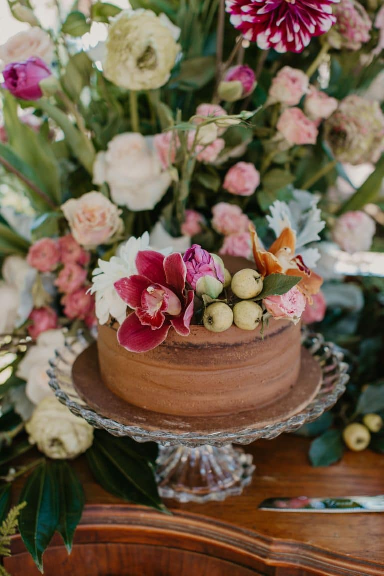 wedding-cake-with-florals