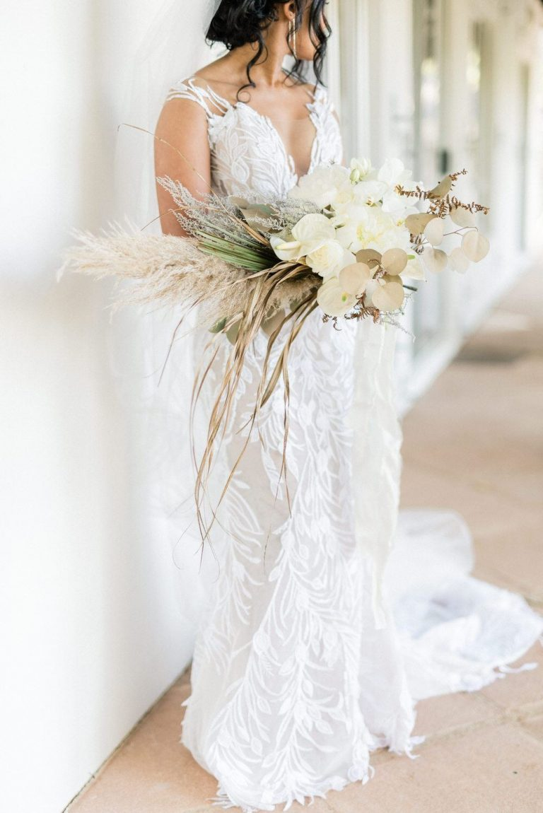 bride with dried flower bouquet