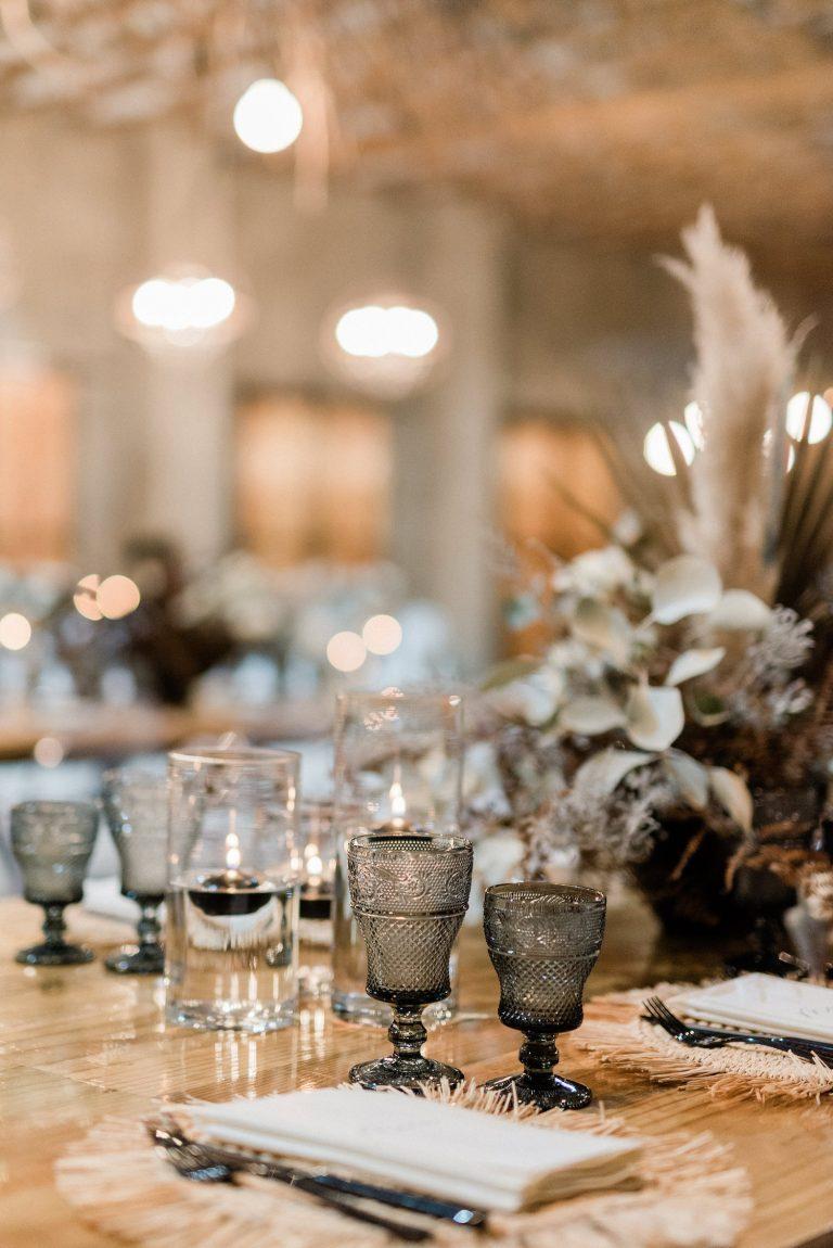 black quartz glassware wedding décor