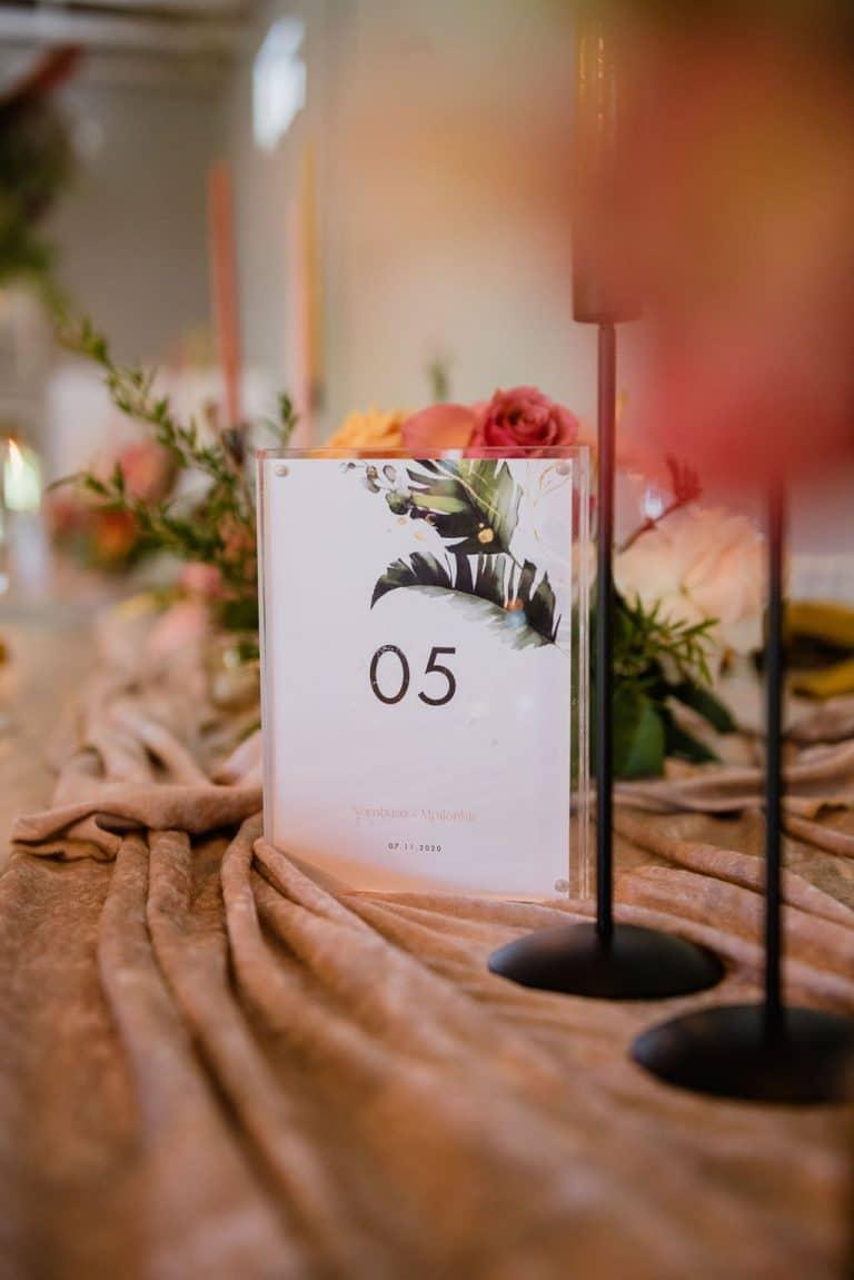 palm leaf print table number